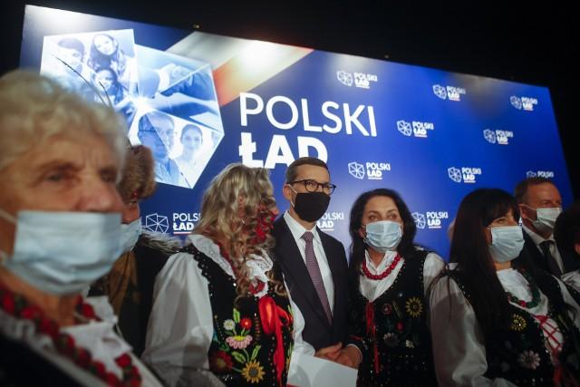 Premier Mateusz Morawiecki spotkał się w niedzielę z mieszkańcami Przecławia.CZYTAJ WIĘCEJ: Premier Mateusz Morawiecki w Przecławiu: My nie zostawiamy samorządów samych sobie