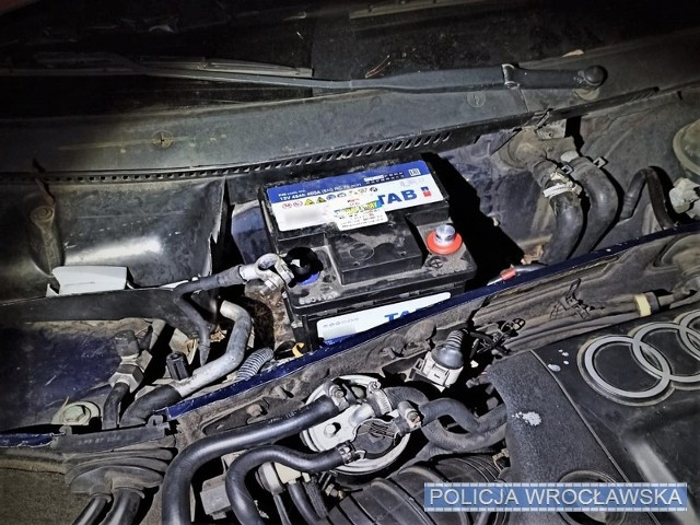 Ukradli akumulator z auta, bo chcieli posłuchać muzyki
