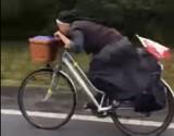 Film z zakonnicą na rowerze robi furorę w internecie [WIDEO]