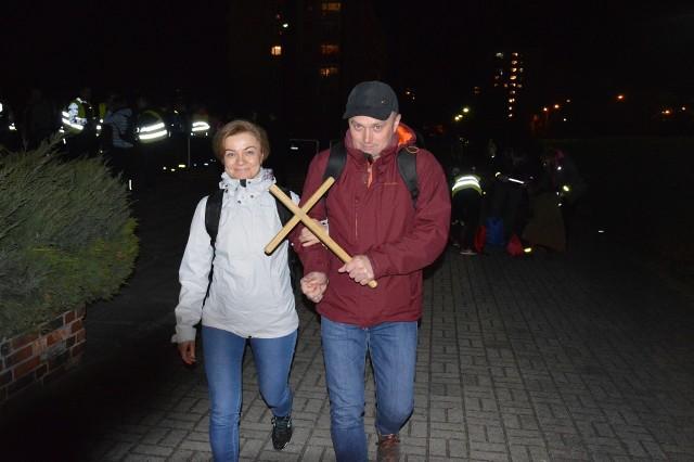 Zabieranie drewnianego krzyża na trasę to jedna z tradycji EDK.