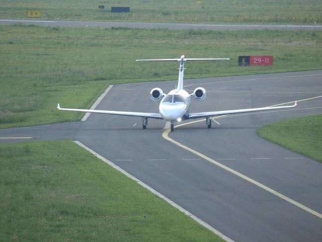 Pierwszym samolotem odrzutowym, który wylądował na nowym lotnisku w Krośnie był w 2018 r. prywatny samolot Cessna Citation Jet M2. Przyleciał z Gdańska, a na jego pokładzie był znany pilkarz Sławomir Peszko wraz z rodziną, który przylecial w rodzinne strony.
