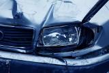 Kierowcy szarżują, z głupoty i po alkoholu. Jeden uderzył w drzewo, drugi spowodował zderzenie, a trzeci próbował uciec