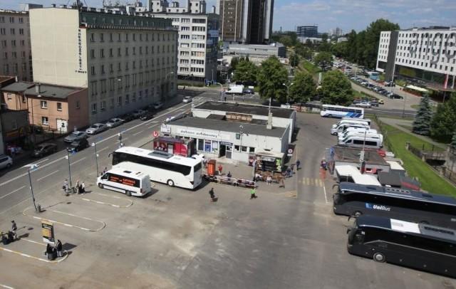 Dworzec autobusowy PKS w Katowicach przy ulicy Piotra Skargi. Zatrzymują się tu autobusy kursujące po kraju oraz linie operujące na trasach międzynarodowych. Co prawda za dworzec uchodzi obskurny i zapuszczony plac wraz z blaszanym budynkiem po środku, mimo to jest to jeden z najważniejszych węzłów komunikacyjnych w aglomeracji.