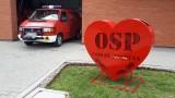 OSP Poznań Głuszyna: Napełnij serce plastikowymi nakrętkami! Druhowie ustawili czerwony kosz przed remizą