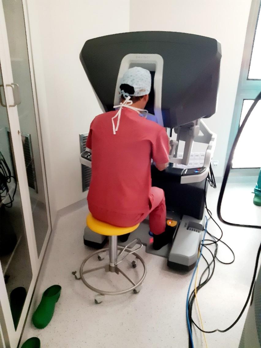 Pierwsza operacja w asyście robota da Vinci w Szpitalu św. Wojciecha na gdańskiej Zaspie. Po raku ani śladu