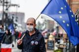 Sondaż: Mieszkańcy Unii Europejskiej uznali jej działania w sprawie koronawirusa za niewidoczne. Chcą za to większej współpracy państw UE
