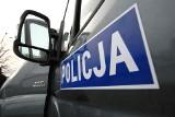 Pościg w Trzeszczynie. Kierowca nie miał uprawnień, a pasażer był poszukiwany. Uciekali przed policją