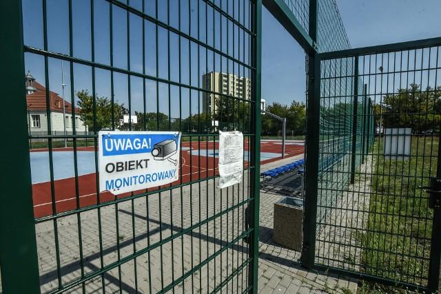 Nie wszystkie nowoczesne boiska to Orliki - a tylko te będą otwierane od 1 czerwca. Wykaz boisk i szczegółowy regulamin korzystania  z nich dostępny jest na stronie ratusza- bydgoszcz.pl
