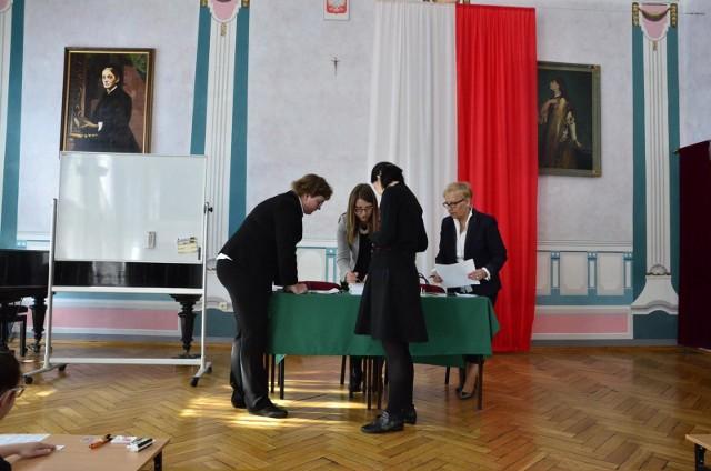 MATURA USTNA POLSKI 2019 - TEMATY, PYTANIA 11 MAJA 2019 - PIĄTEK