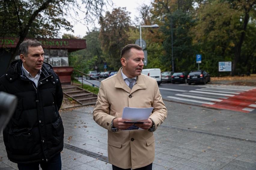 Radni  Jacek Chańko i Henryk Dębowski zachęcali...