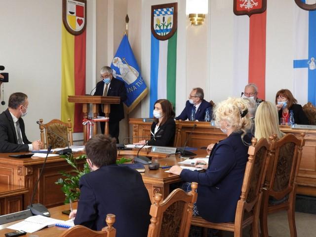 Paweł Cieślewicz, przewodniczący komisji ds. budżetu obywatelskiego przedstawia wyniki głosowania w budżecie obywatelskim na 2022 rok