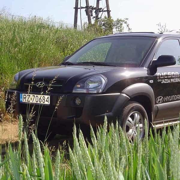 Najtańsza wersja tucsona z benzynowym, dwulitrowym silnikiem kosztuje 81900 zł.