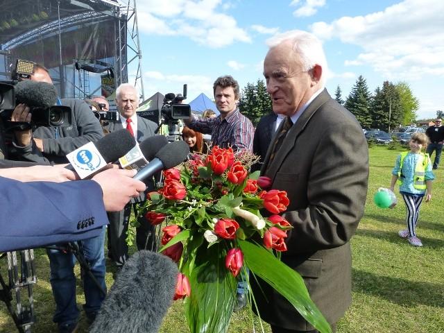 Tak wygląda Leszek Miller - polityk oraz Leszek Miller - tulipan