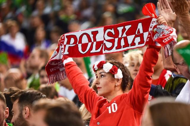 Reprezentacja Polski przegrała ze Słowenią 1:3 i zagra o brązowy medal mistrzostw Europy. W hali w Lublanie było 12 tys. kibiców, zdecydowana większość po stronie gospodarzy. Stworzyli gorącą atmosferę. Zobacz, jak się bawili fani siatkówki!