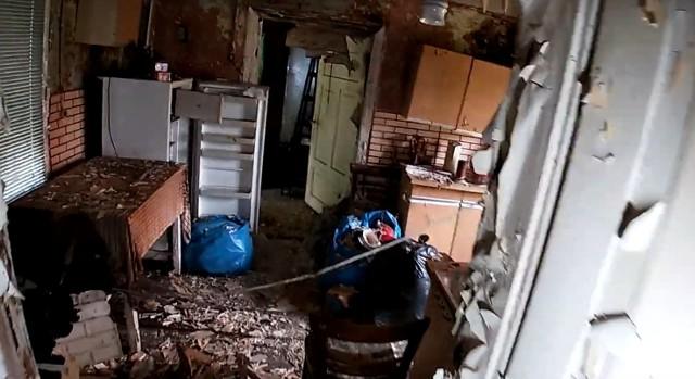 Tak wyglądają opuszczony dom i kamienica w SosnowcuZobacz kolejne zdjęcia/plansze. Przesuwaj zdjęcia w prawo - naciśnij strzałkę lub przycisk NASTĘPNE