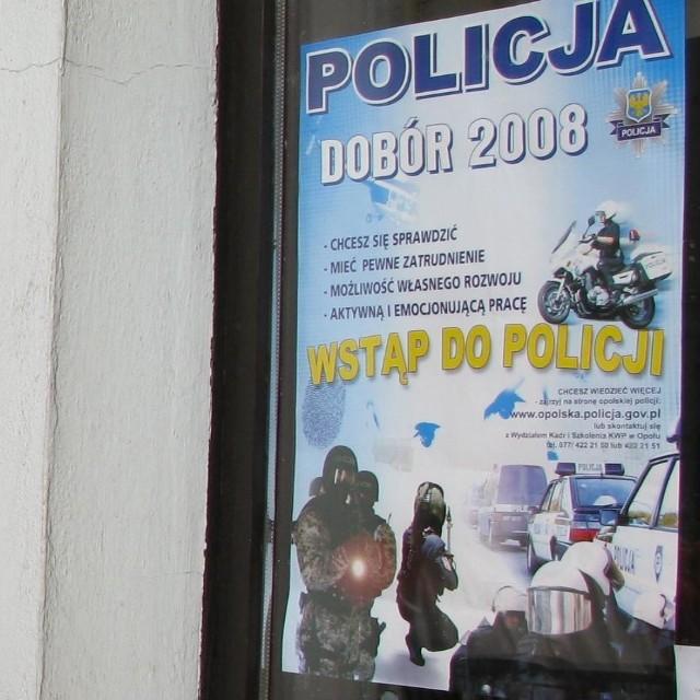 Policja zachęca do wstąpienia w jej szeregi.