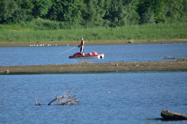Wyschnięta zatoka jeziora w Wołkowyi.