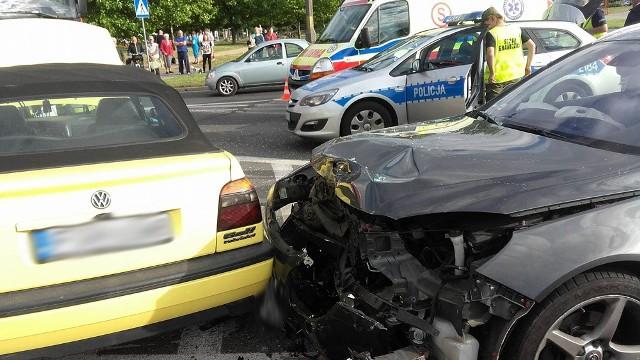 Na skrzyżowaniu ulic Kombatantów, Okulickiego i Jana Pawła II w Gorzowie zderzyły się dwa auta.