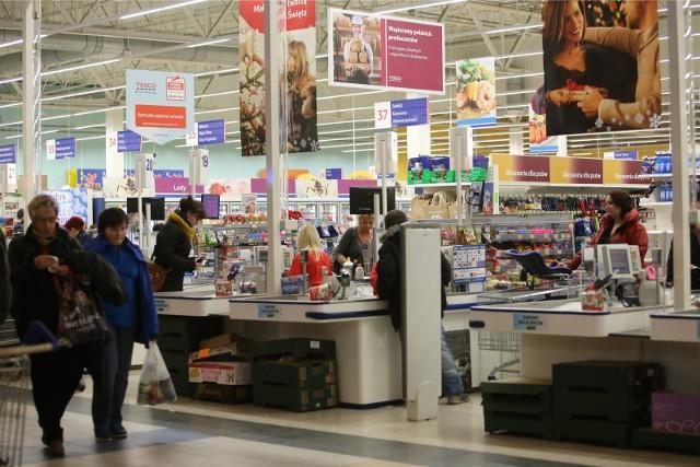 Sieć Tesco zamyka sklepy w całej Polsce. Również w Łodzi zamkną kolejne Tesco [LISTA SKLEPÓW TESCO DO ZAMKNIĘCIA]