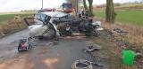 Wypadek w miejscowości Glesno. Auto uderzyło w drzewo. Są ranni!