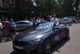 Święcenie samochodów w Tychach 2018: W parafii św. Krzysztofa biskup święcił auta z czarnego BMW cabrio ZDJĘCIA. Mnóstwo kierowców na trasie