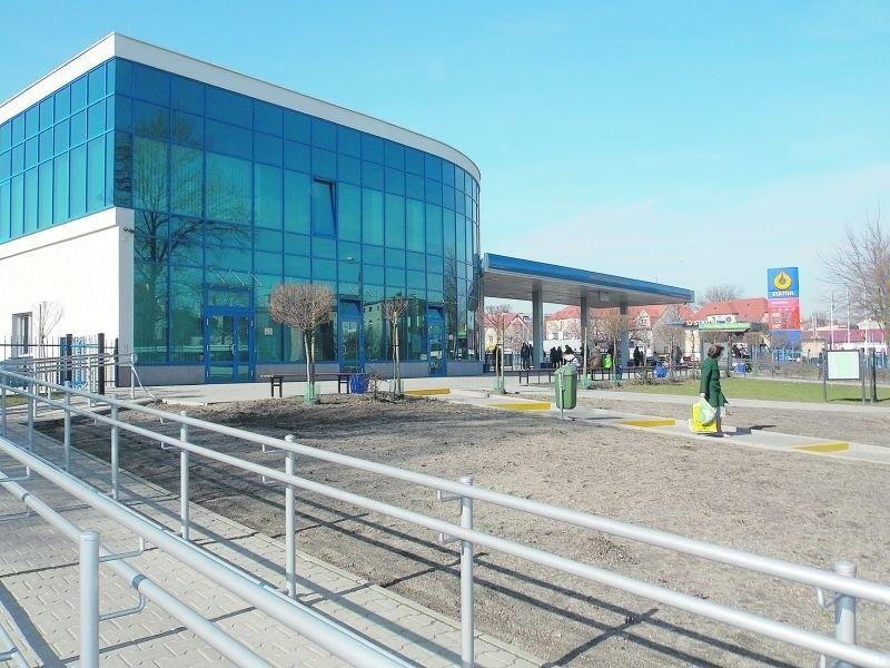 Ten nowoczesny dworzec pójdzie na sprzedaż?Prezes PKS straszy radnych, że jeśli gmina nie kupi dworca, sprzeda go na rynku komercyjnym.