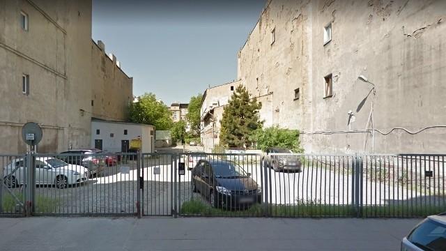 Przy ul. Wschodniej 67 parking zastąpi to puste podwórko.