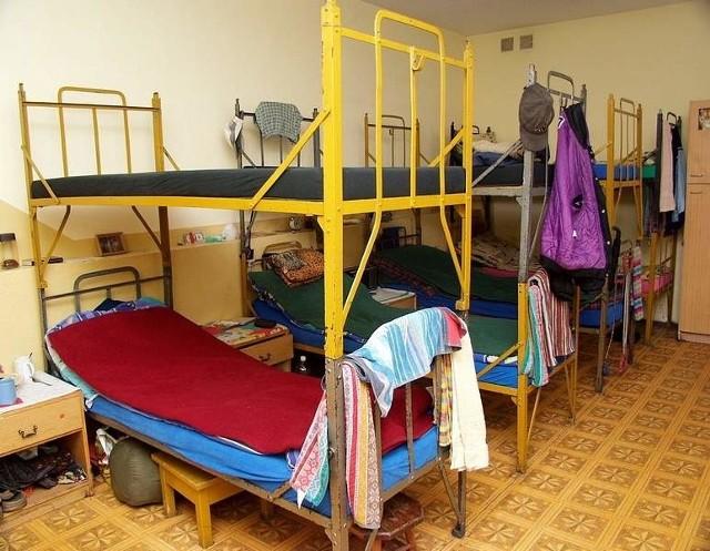 Zamiast w schronisku, bezdomni z Nowego będą mieszkać we własnym mieszkaniuTrzy osoby bez dachu nad głową otrzymają mieszkanie.