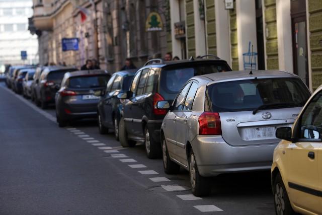 Ponad 2/3 Polaków szuka swojego auta w tzw. drugim obiegu1, czyli na rynku wtórnym.