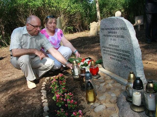 - W sprzątanie cmentarza zaangażowała się cała wieś – mówią sołtys Emilia Łodyga i Andrzej Kaczmarek z rady sołeckiej.