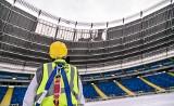 Odśnieżanie dachu Stadionu Śląskiego. System powiadomi, kiedy trzeba rozpocząć akcję. Dach trzeba odśnieżyć łopatami