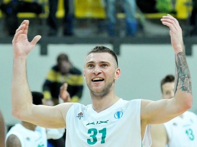 Marcin Sroka Ma 32 lata. Gra na pozycji niskiego skrzydłowego. Jest wychowankiem MKKS Rybnik. Od 2011 gra w Zastalu, a potem Stelmecie Zielona Góra.