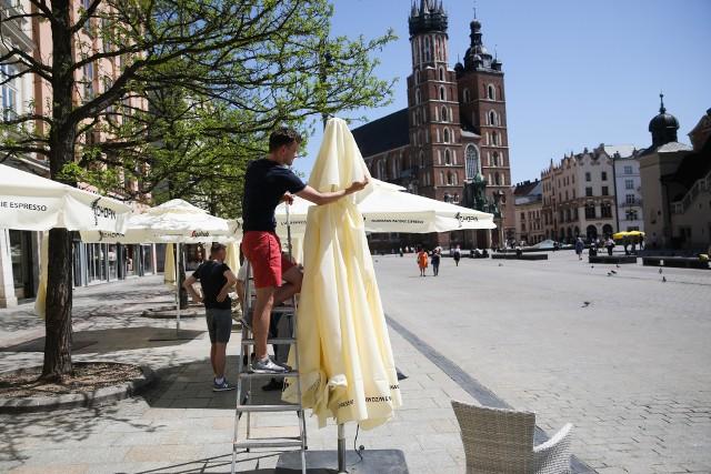 Rynek w Krakowie zaczyna przypominać ten sprzed pandemii. Ogródki wracają po ponad pół roku!