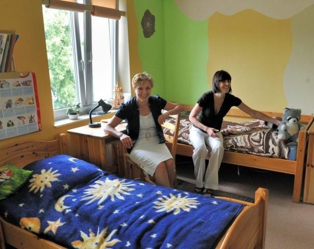 - Nasi wychowankowie mają swoje obowiązki, np. ścielenie łóżek, przygotowywanie sobie ubrań na następny dzień - mówią Grażyna Kolankowska i Agnieszka Stojek
