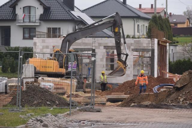 Przy ulicy Wodzisławskiej w Żorach trwa budowa stacji benzynowej.Zobacz kolejne zdjęcia. Przesuwaj zdjęcia w prawo - naciśnij strzałkę lub przycisk NASTĘPNE