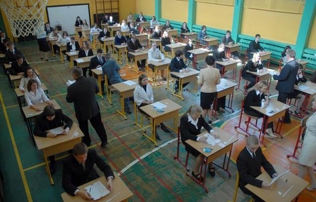 Test gimnazjalny pisali dzisiaj uczniowie w całym kraju