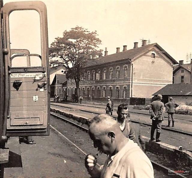 1 września 1939 lat hitlerowskie Niemcy napadły na Polskę, rozpoczynając sześcioletnia okupację i II wojnę światową. Zobaczcie zdjęcia z czasów okupacji niemieckiej bardzo młodego wówczas miasta Stalowa Wola i dzisiejszego osiedla, a wówczas miasteczka Rozwadów.KOLEJNE ZDJĘCIA NA NASTĘPNYCH SLAJDACH>>>