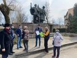 Kontrowersje wokół pomnika Braterstwa Broni w Czechowicach-Dziedzicach. Broni go część mieszkańców. Poseł Lewicy interweniuje u wojewody