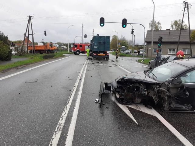 Do groźnie wyglądającego zderzenia trzech pojazdów doszło około godziny 9:30. W wypadku została ranna jedna osoba.