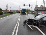 Wypadek na drodze krajowej nr 91 w Ozorkowie. Samochód osobowy uderzył w TIR-a 07.05.2021