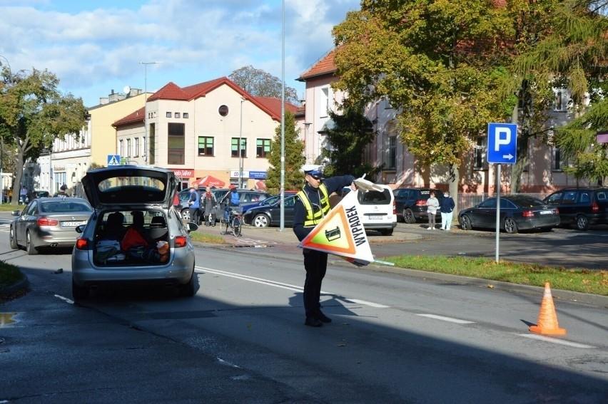 Lębork. Tragiczny wypadek na Zwycięstwa. Potrącona przez samochód 83-latka zmarła w szpitalu