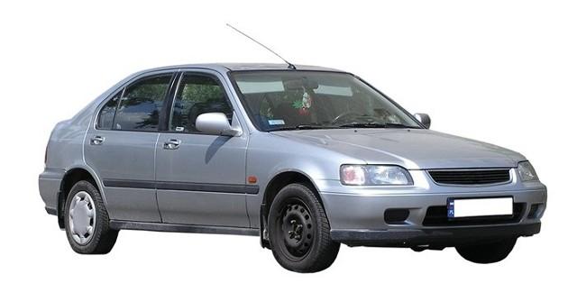 Przy kupnie podatek akcyzowy za auto może być mniejszy, niż przy darowiźnie.