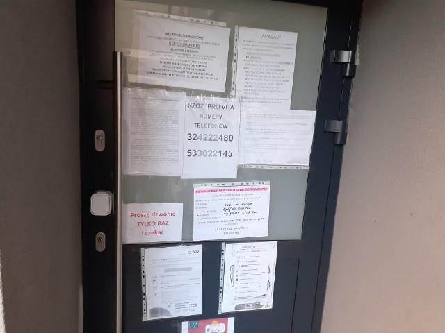 Rybnik: Przychodnie zamknięte. Pacjenci na telefon z teleporadą czekają kilka dni
