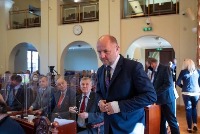 Marszałek Piotr Całbecki pojawił się na poniedziałkowej sesji Rady Miasta