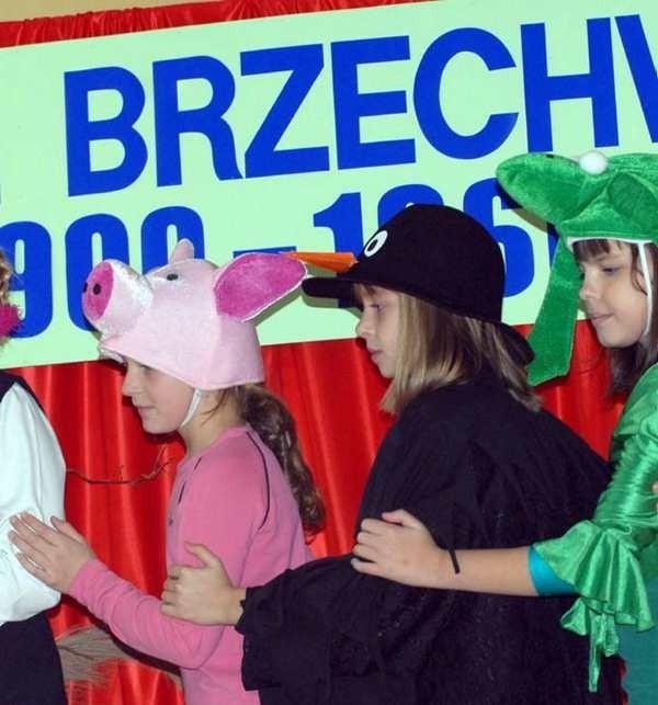 Dzieci przygotowały widowisko na podstawie wierszy Jana Brzechwy