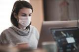 Kiedy trzeba nosić maseczkę w pracy? Czy pracodawca może zmusić pracownika do noszenia maseczki?