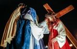 Wielki Piątek 2021. To dzień śmierci Chrystusa na krzyżu. Liturgia Męki Pańskiej