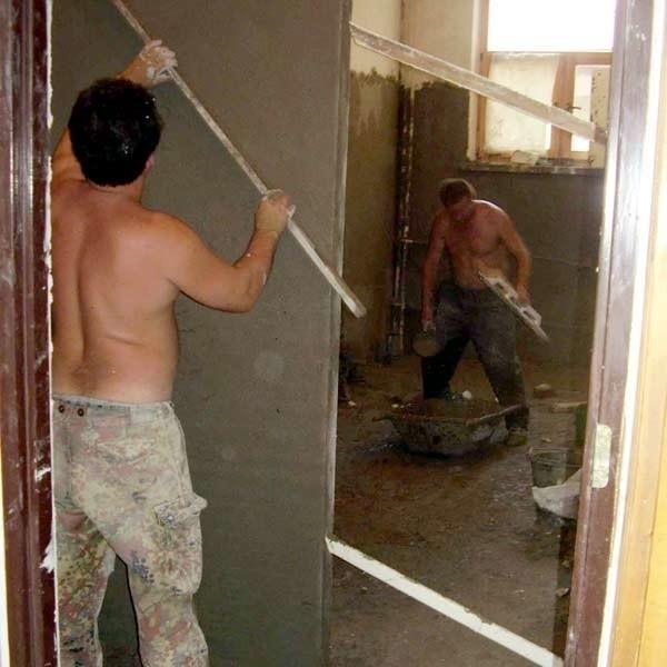 Pracodawcy nie mają żadnych wymagań najczęściej w stosunku do pracowników wykonujących prace budowlane.