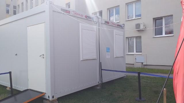 6 maja wygasł jeden oddział w szpitalu w Chełmnie. Powstały natomiast punkt szczepień masowych i nowy parking
