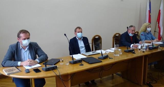 Klub radnych Twoje Chełmno, Twój Powiat 2001 w Radzie Miasta Chełmna rozpadł się